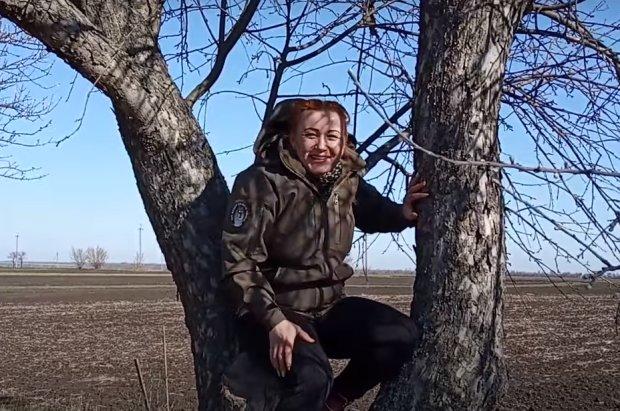 Сельская учительница записывает ролики в стиле рэп для  онлайн-уроков по биологии (ВИДЕО)