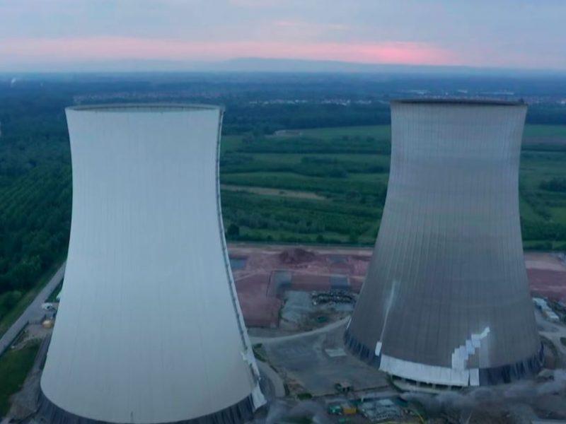 Ювелирная работа. В Германии взорвали башни остановленной АЭС (ВИДЕО)