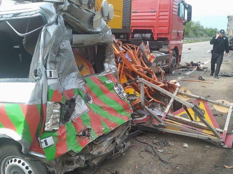 В Николаевской области в результате ДТП погиб работник дорожной службы (ФОТО)