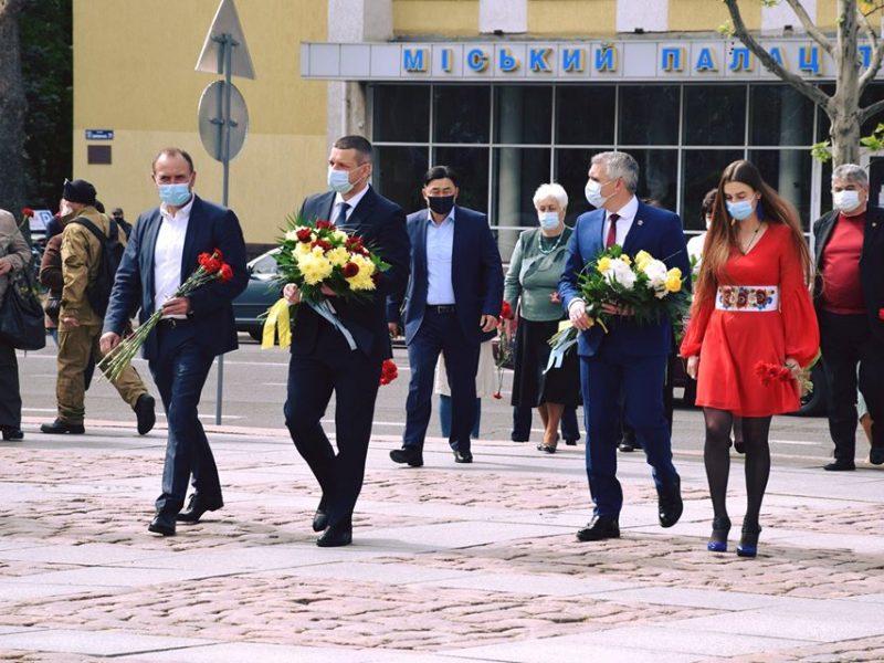 Мы помним, кому обязаны примерами мужества и воли, – мэр Николаева поздравил горожан