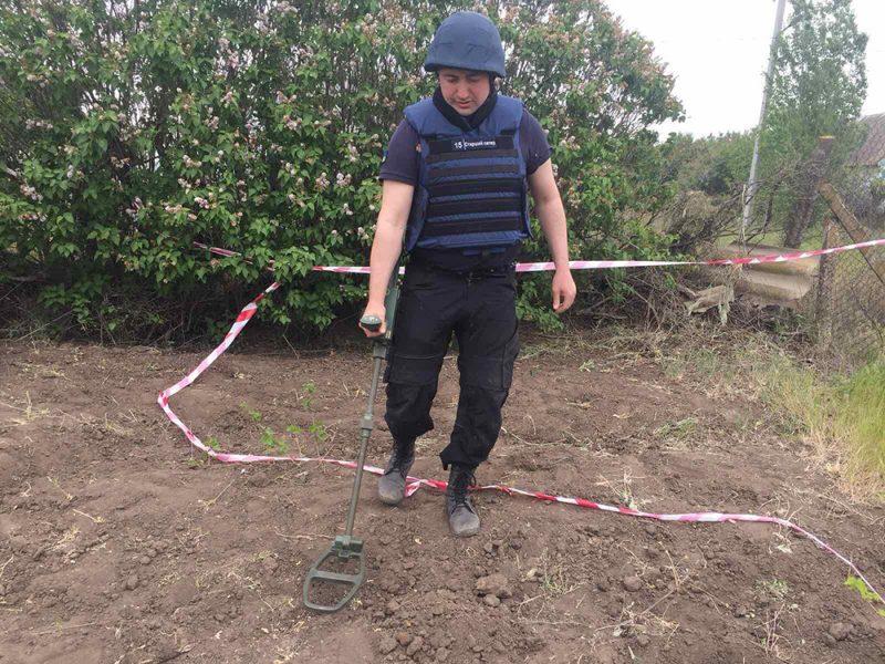 Николаевец возле автокооператива в Варваровке обнаружил артиллерийские снаряды (ФОТО)