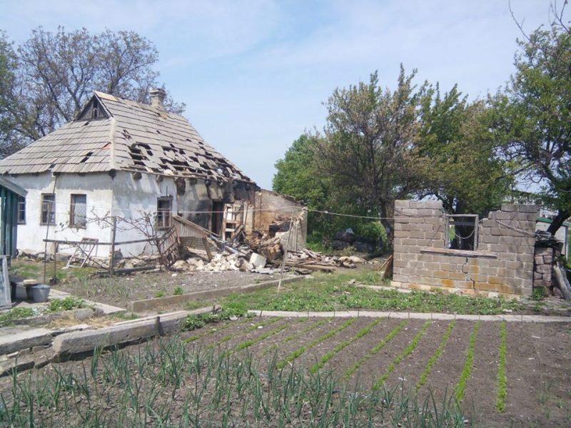 Боевики из минометов обстреляли жилые дома на Донбассе (ФОТО)