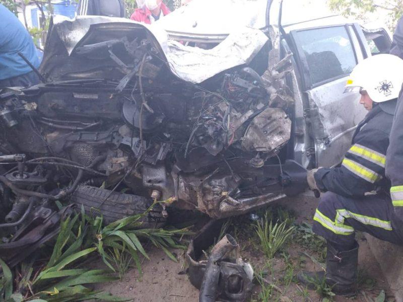 На Николаевщине погибшего в ДТП водителя спасателям пришлось извлекать из автомобиля при помощи гидравлики (ФОТО)