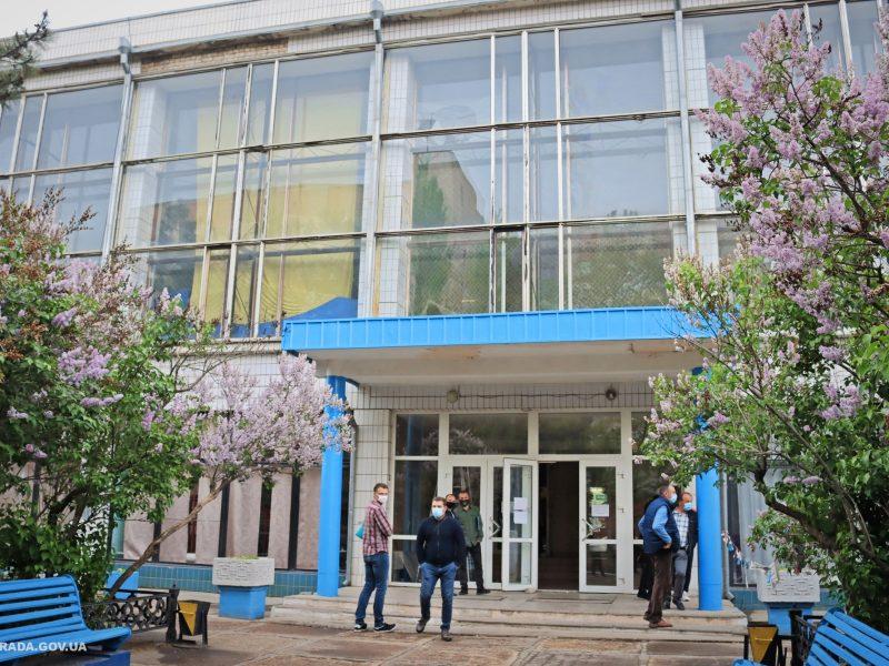 Мэрия Николаева объявила тендер на ремонт бассейна СК «Заря»