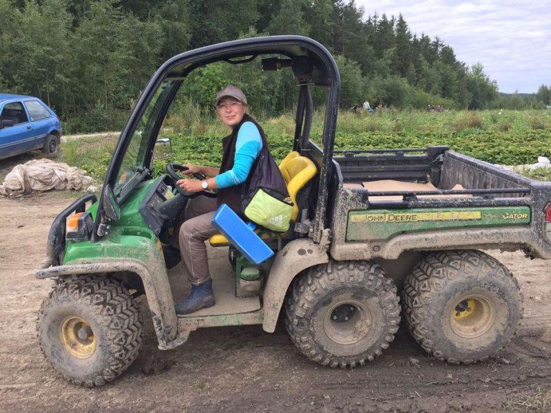 Клубничные поля навсегда: украинские сборщики ягод добираются до Финляндии собственным ходом