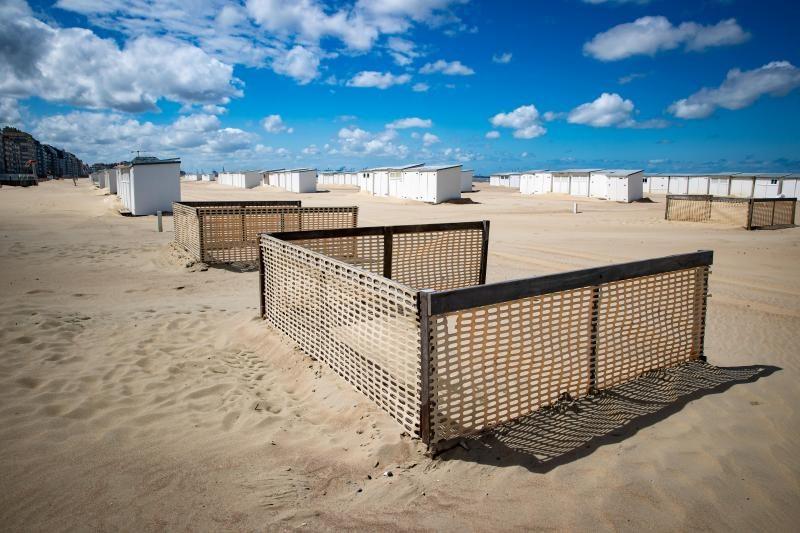 На бельгийских пляжах появились домики для социальной дистанции