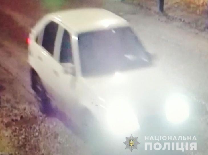 У жителя Первомайска угнали белый Opel Kadett. Полиция ищет тех, кто это сделал