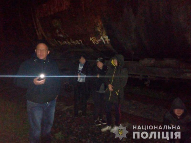 На Николаевщине полиция задержала банду из 14 человек, воровавшую зерно из поезда (ФОТО)