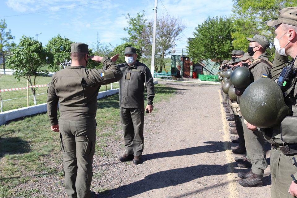 На базе Николаевского полка Нацгвардии начались специальные сборы с экипажами БТР Южного ОТО (ФОТО) 1