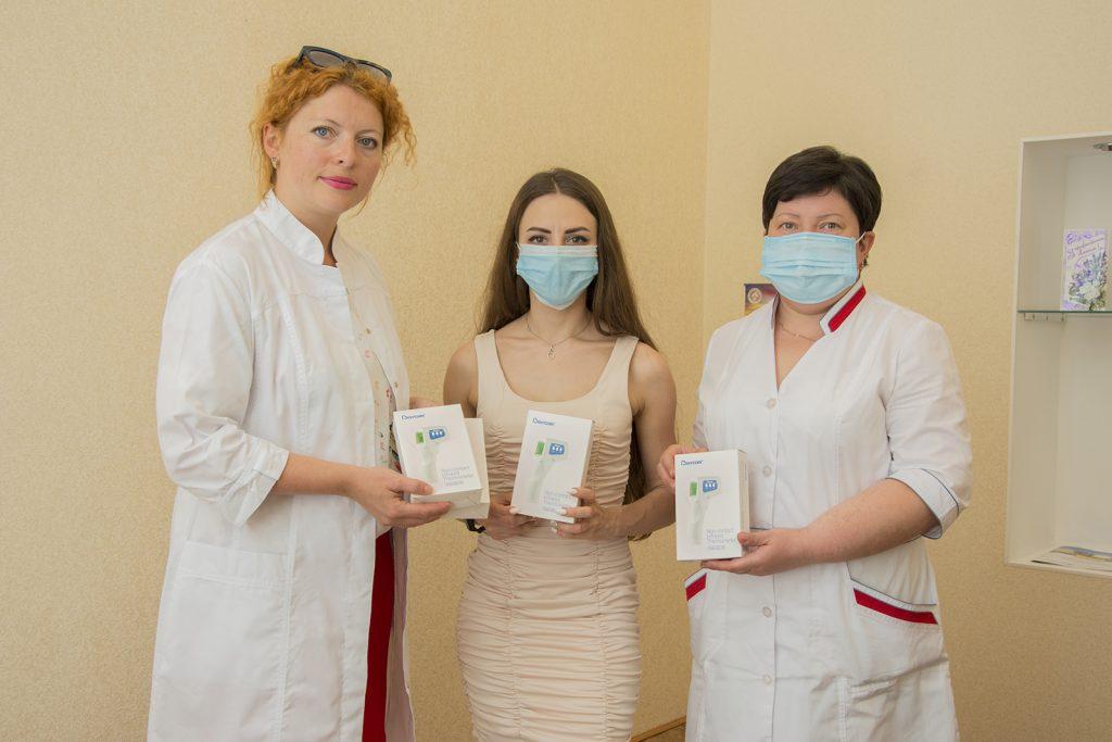 Николаевским врачам передали 40 бесконтактных термометров (ФОТО) 3