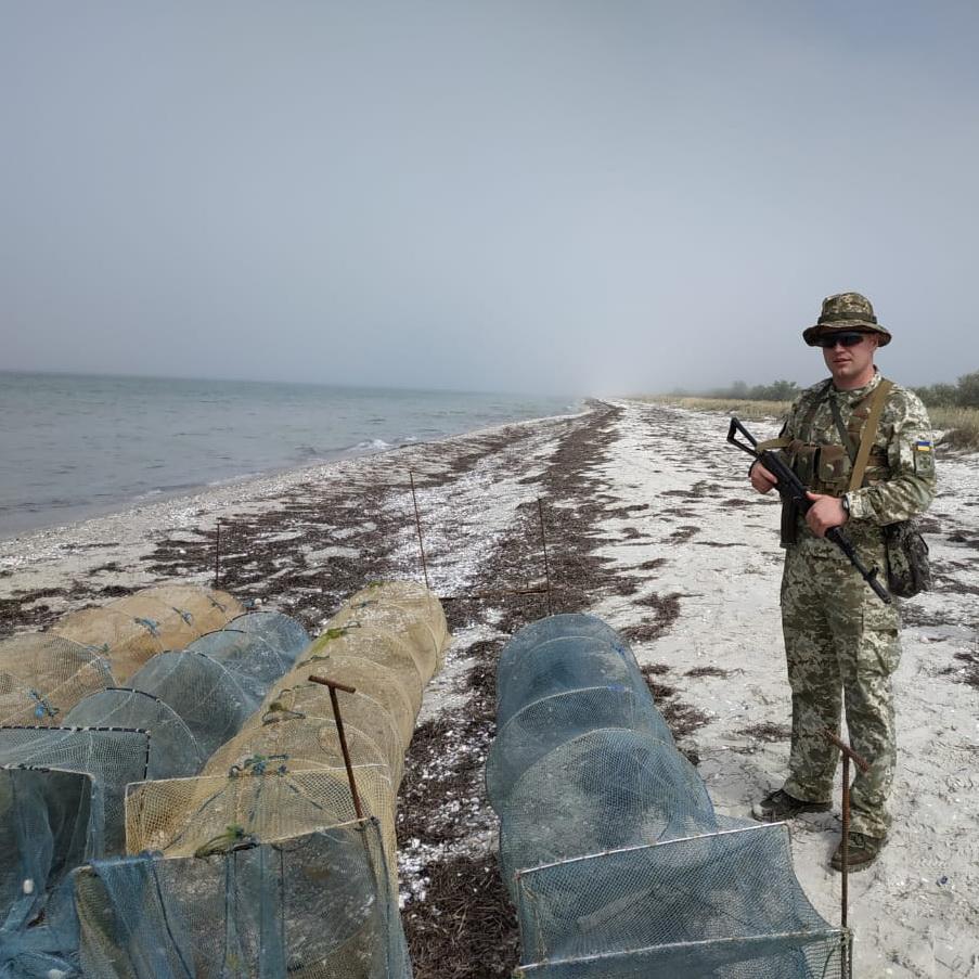 На Николаевщине пограничники вместе с правоохранителями поймали четырех браконьеров с 95 кг креветок (ФОТО) 1