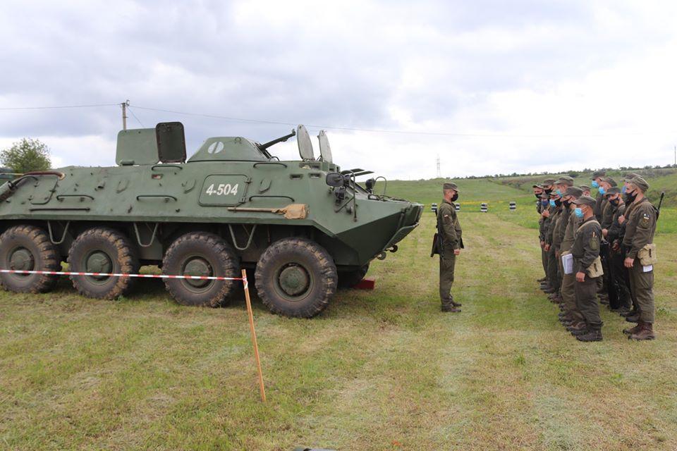 На базе Николаевского полка Нацгвардии начались специальные сборы с экипажами БТР Южного ОТО (ФОТО) 19