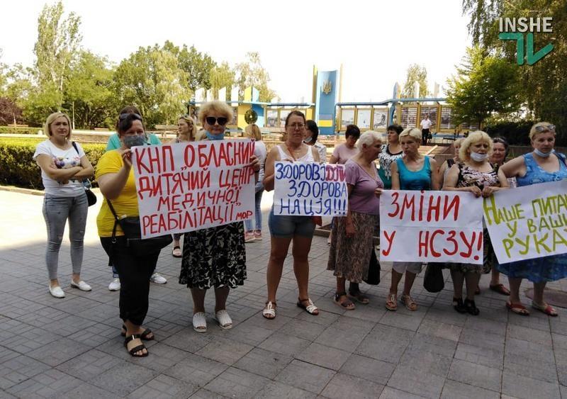 В Николаеве перед ОГА депутатам облсовета пели частушки работники детского реабилитационного центра (ФОТО и ВИДЕО)