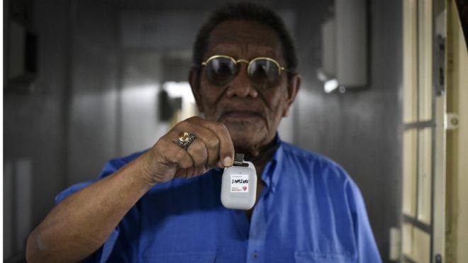 В Сингапуре раздают Bluetooth-устройства для отслеживания коронавируса