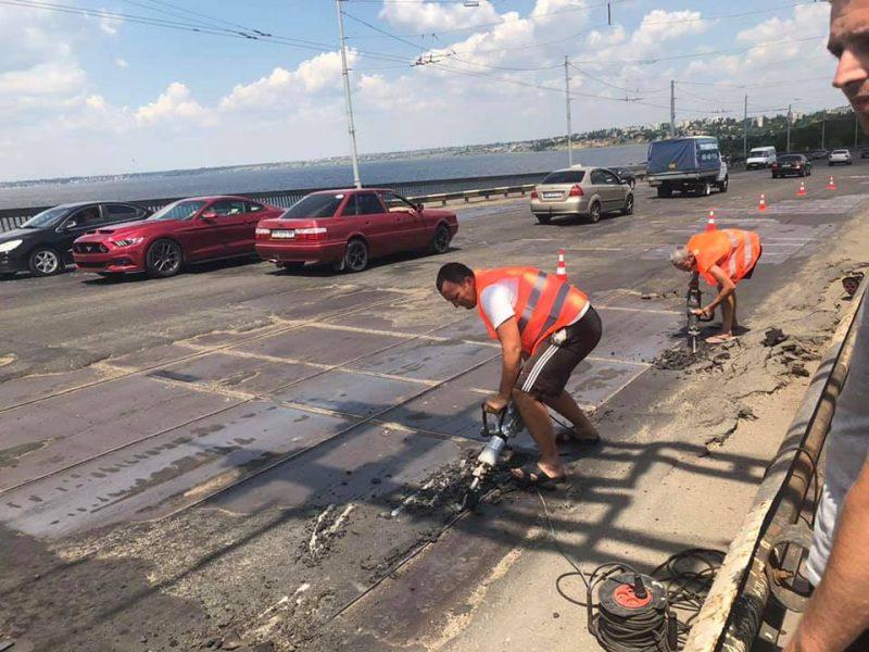 В Николаеве начался ремонт покрытия Ингульского моста (ФОТО)