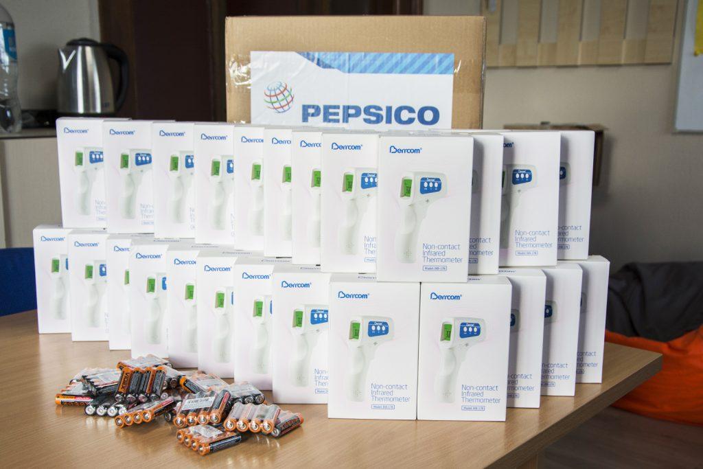 Николаевским врачам передали 40 бесконтактных термометров (ФОТО) 5