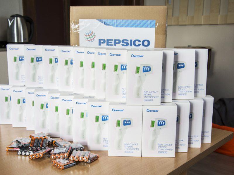 Николаевским врачам передали 40 бесконтактных термометров (ФОТО)