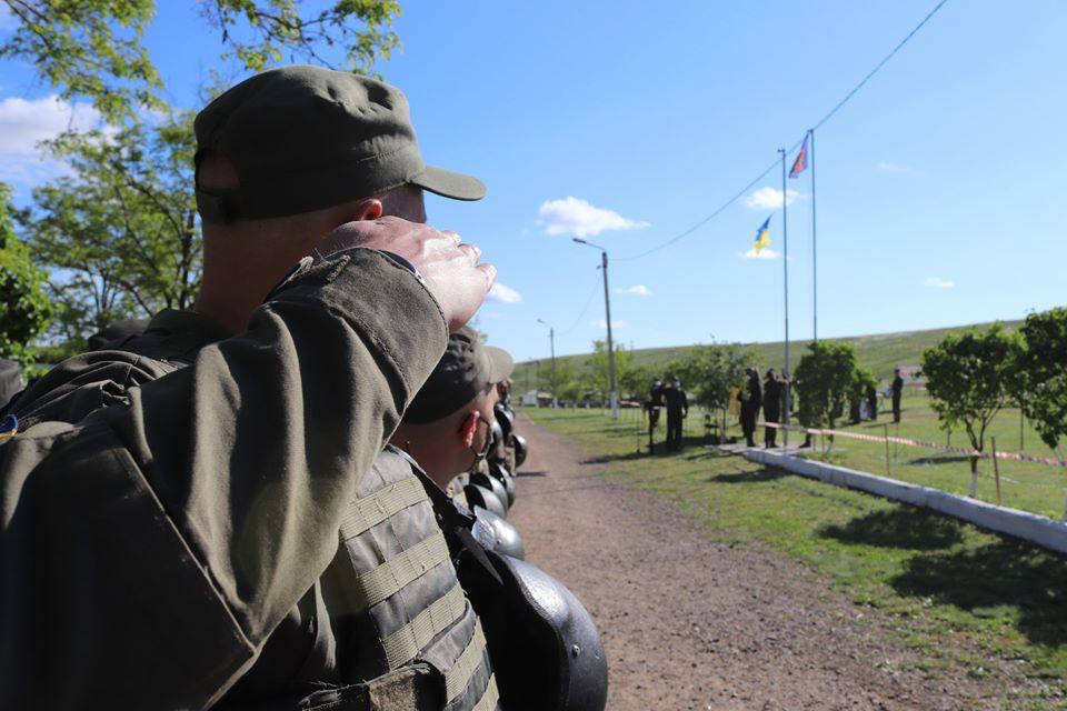 На базе Николаевского полка Нацгвардии начались специальные сборы с экипажами БТР Южного ОТО (ФОТО) 5