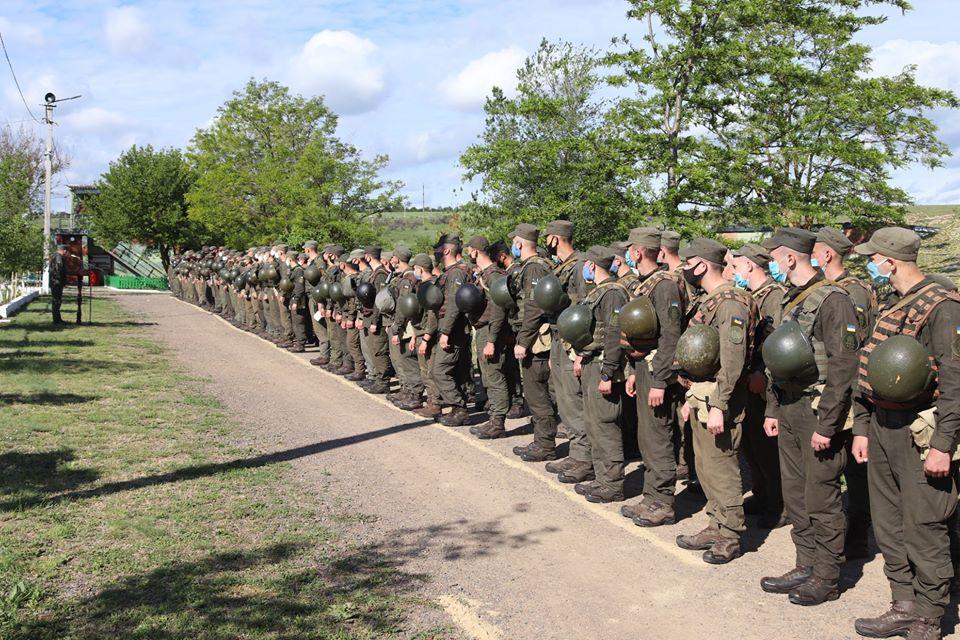 На базе Николаевского полка Нацгвардии начались специальные сборы с экипажами БТР Южного ОТО (ФОТО) 7
