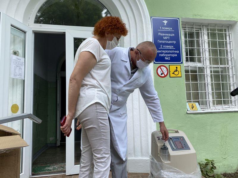 «НИКА-ТЕРА» передала Николаевской «инфекционке» очередную партию медоборудования и средств индивидуальной защиты (ФОТО)