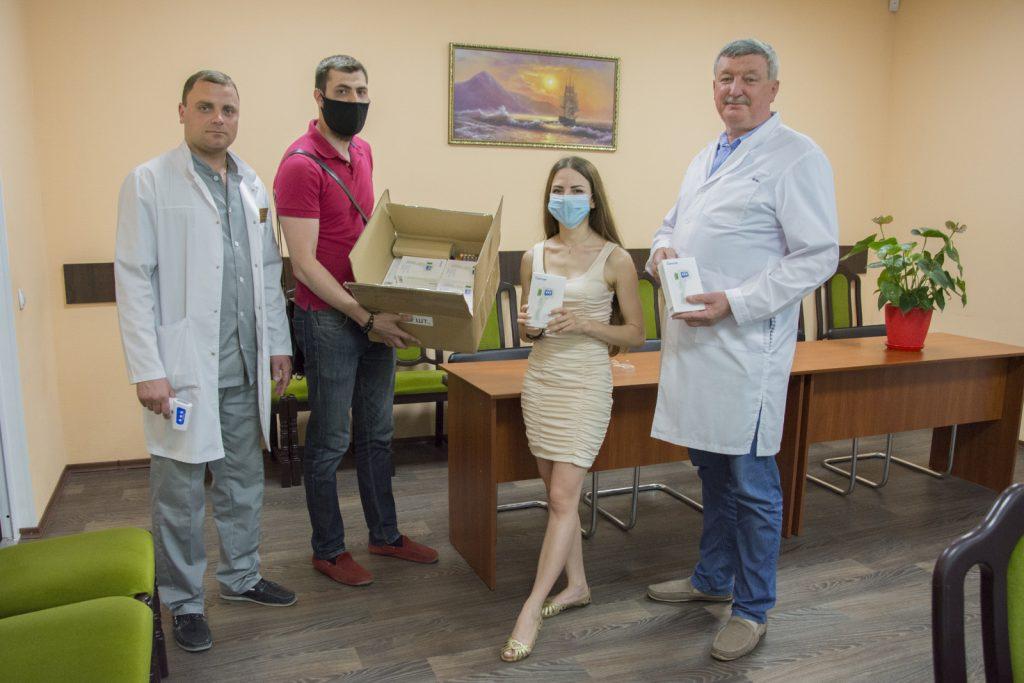 Николаевским врачам передали 40 бесконтактных термометров (ФОТО) 9