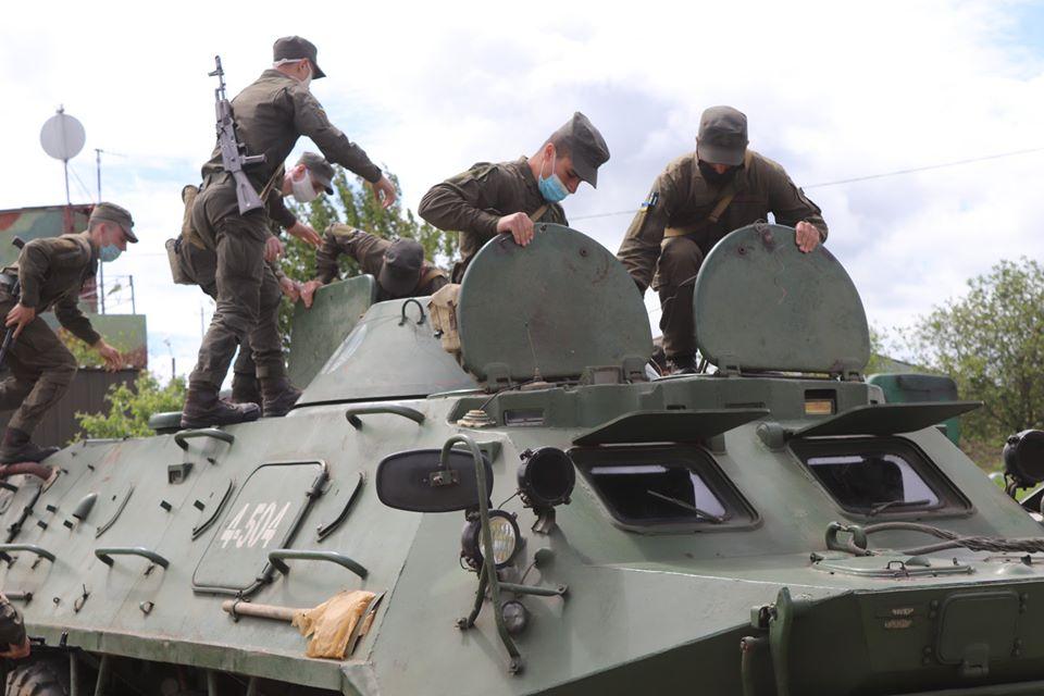 На базе Николаевского полка Нацгвардии начались специальные сборы с экипажами БТР Южного ОТО (ФОТО) 9