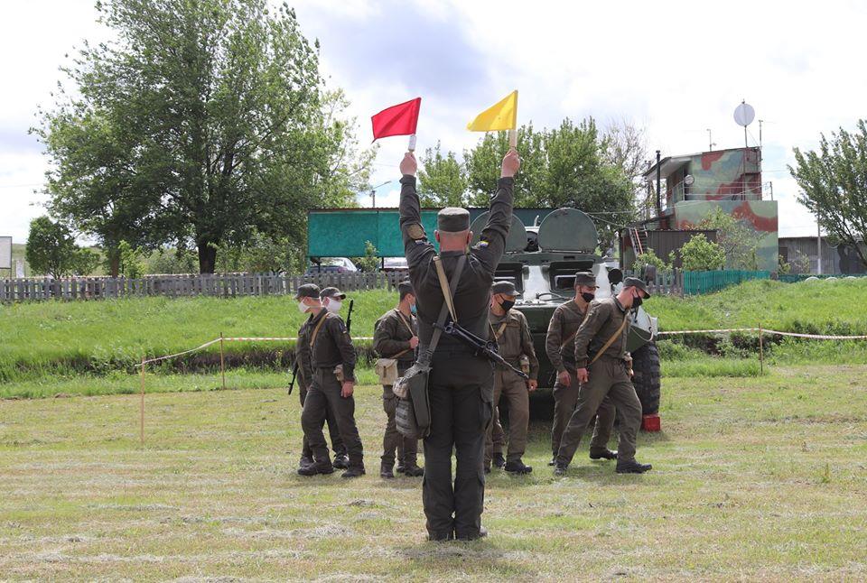На базе Николаевского полка Нацгвардии начались специальные сборы с экипажами БТР Южного ОТО (ФОТО) 13