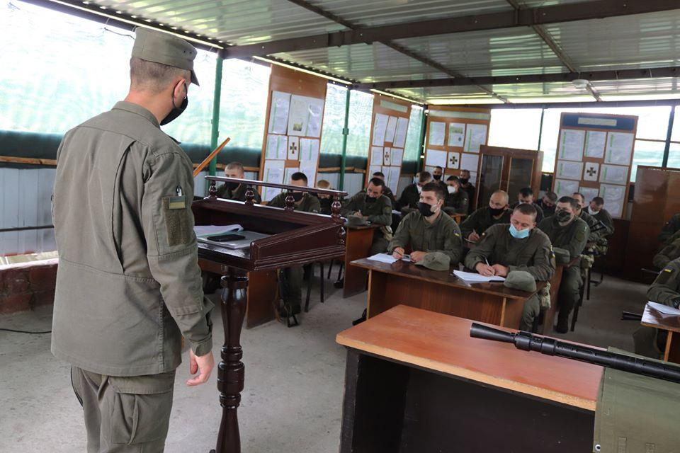 На базе Николаевского полка Нацгвардии начались специальные сборы с экипажами БТР Южного ОТО (ФОТО) 15