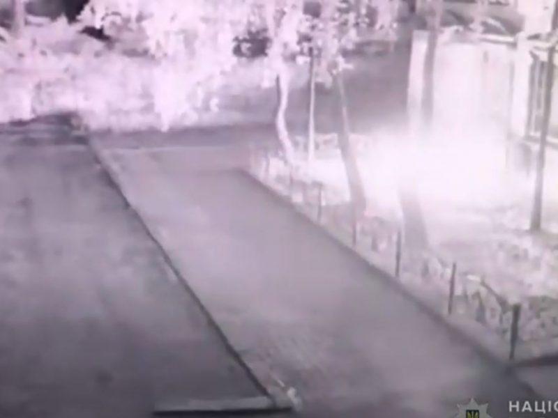 """Полиция ищет злоумышленника, который пытался поджечь адвокатский офис """"Тимошин и партнеры"""" (ВИДЕО)"""