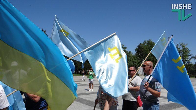 Флаги на Соборной площади и музыка: в Николаеве отметили День крымско-татарского флага (ФОТО, ВИДЕО)