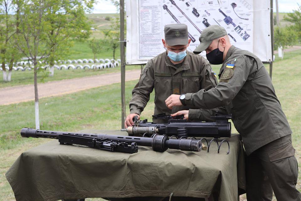 На базе Николаевского полка Нацгвардии начались специальные сборы с экипажами БТР Южного ОТО (ФОТО) 17