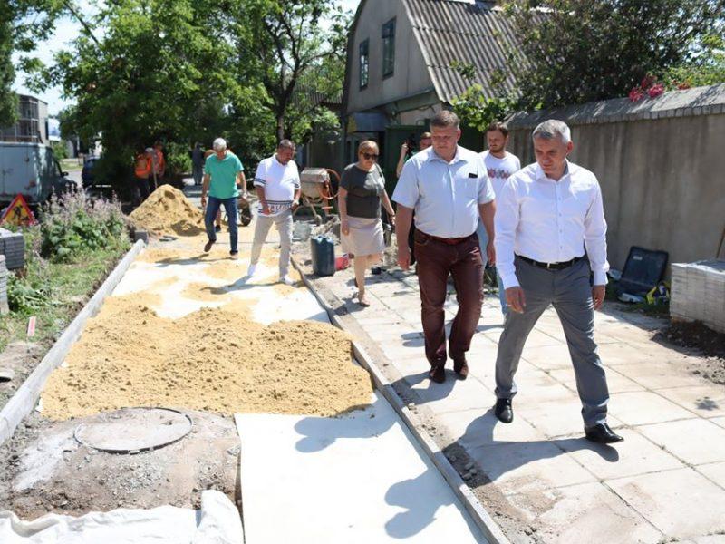 Почетные плиточники Николаева: кто зарабатывает на замене тротуаров в городе?
