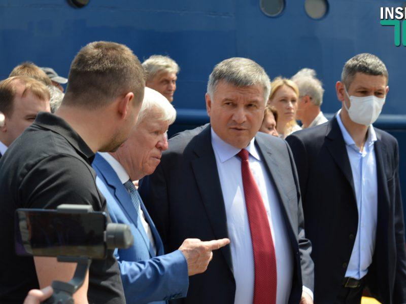 Аваков рассматривает Николаевский аэропорт в качестве вертолетной базы (ВИДЕО)