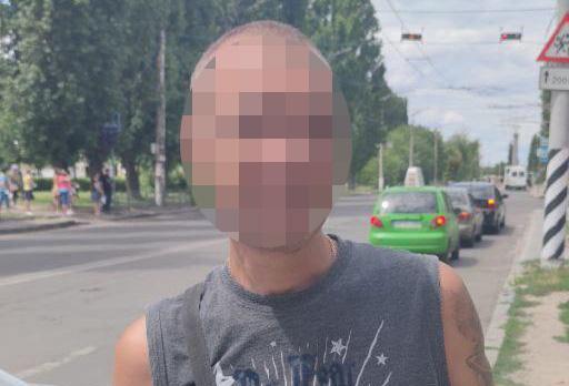 Неадекватного николаевца задержали после перехода дороги в неустановленном месте (ФОТО)