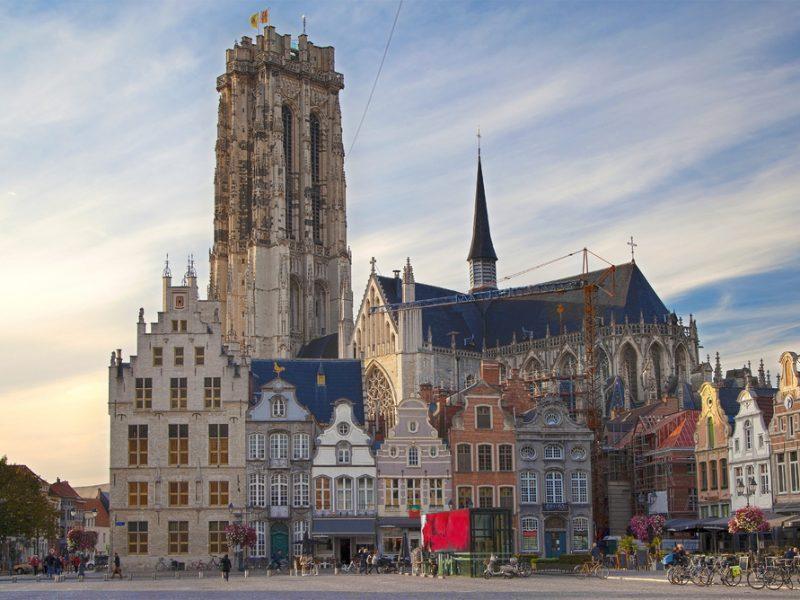 Средневековый город в Бельгии заплатит туристам за отели