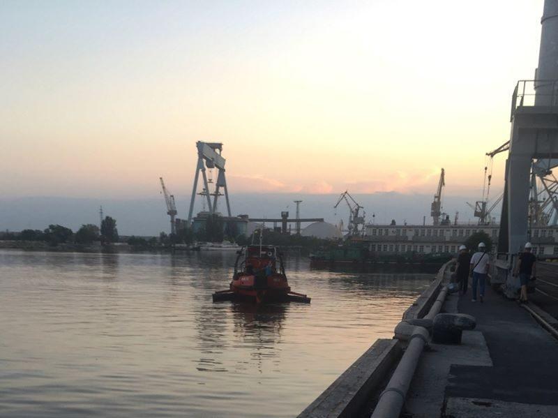 5 миллионов: в Госэкоинспекции подсчитали ущерб от разлива растительного масла в акватории порта в Николаеве