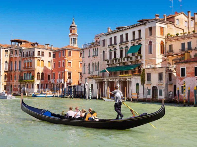 Гондольеры в Венеции изменили пассажировместимость гондол – туристы за время карантина растолстели