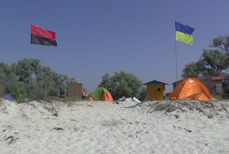 На Джарылгаче заработал кемпинг для участников АТО «Душа півдня», созданный николаевскими волонтерами (ФОТО)