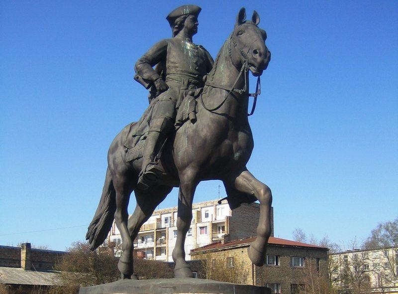 В Юрмале установили памятник Петру І