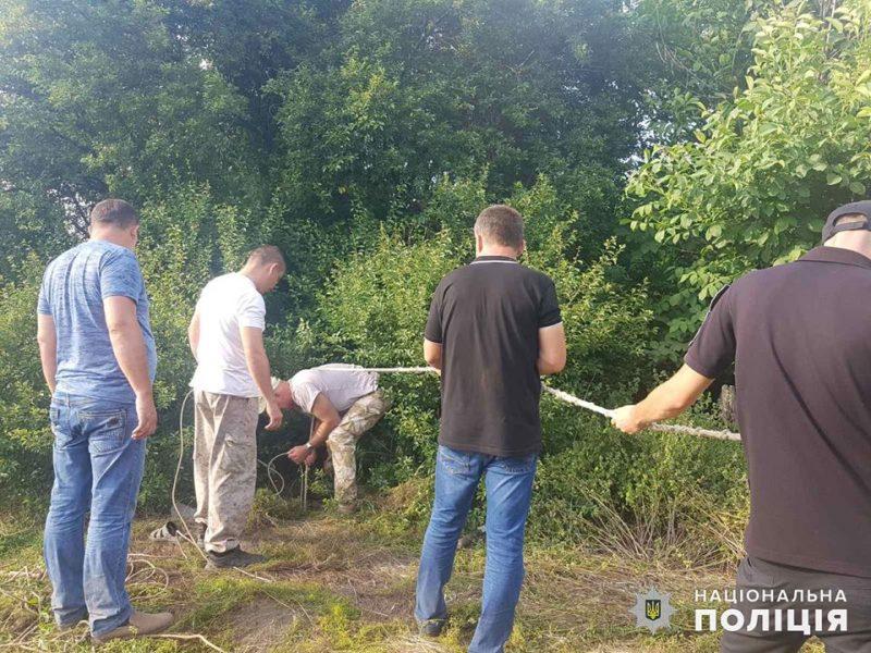 На Николаевщине пропавшего мужчину нашли мертвым в заброшенном колодце. И с камнем на шее (ФОТО)