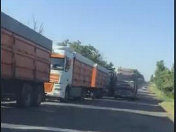 Автодорога Николаев-Станислав закрыта фурами (ВИДЕО)