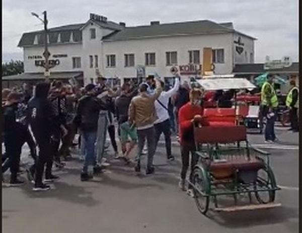 Трассу «Николаев-Одесса» перекрыли у Коблево – предприниматели требуют смягчить ограничения на работу развлекательных заведений (ВИДЕО)