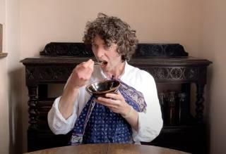 Британский ученый съел грибы, которые вырастил на своей книге про грибы (ВИДЕО)