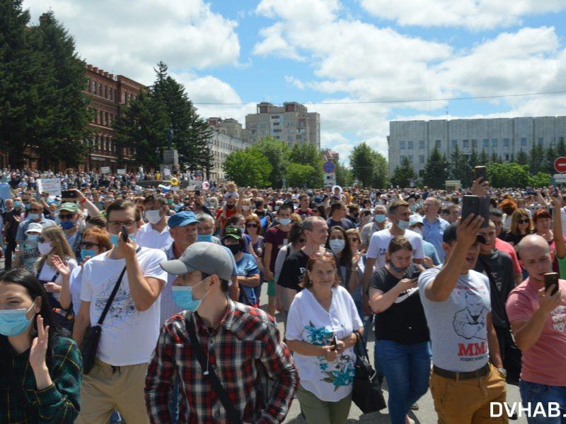 «Путина — в отставку!» В Хабаровске в защиту арестованного губернатора прошел самый массовый митинг в истории города (ФОТО, ВИДЕО)