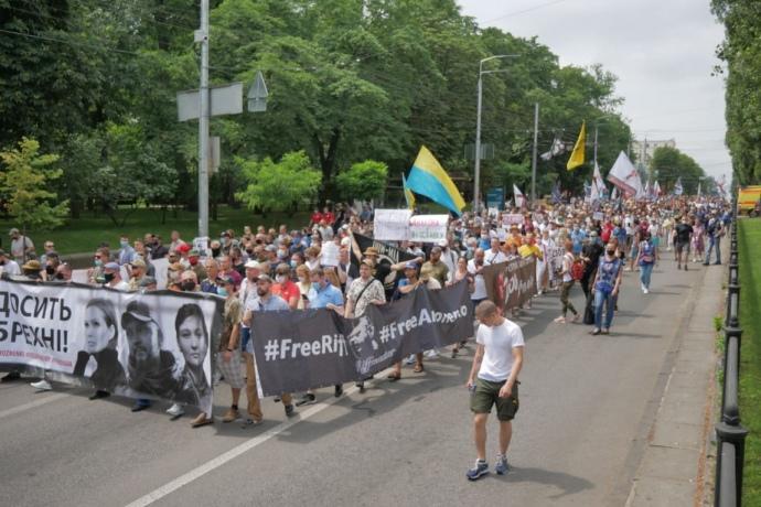 Тысячи людей вышли в поддержку подозреваемых по делу Шеремета (ФОТО, ВИДЕО) 11