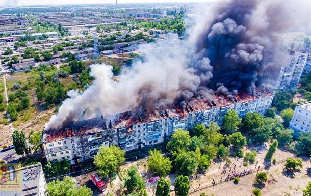 В Новой Каховке произошел пожар в многоэтажке (ВИДЕО)