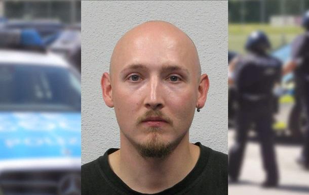 """В Германии """"Робин Гуд"""" отобрал оружие у 4 полицейских"""