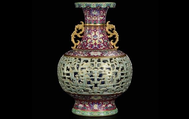 Старая ваза, об которую любили тереться кошки немецкой пенсионерки, продана за $9 млн.