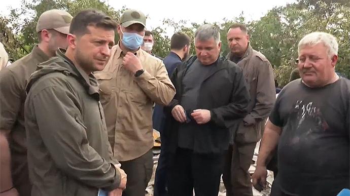 Семьи, потерявшие жилье из-за пожаров в Луганской области, получат по 300 тыс. грн, пожары будут гасить с помощью авиации