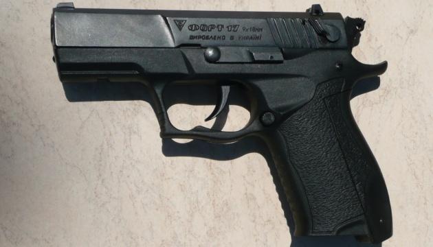 "Укрпочта закупила сотни пистолетов ""Форт-17"""